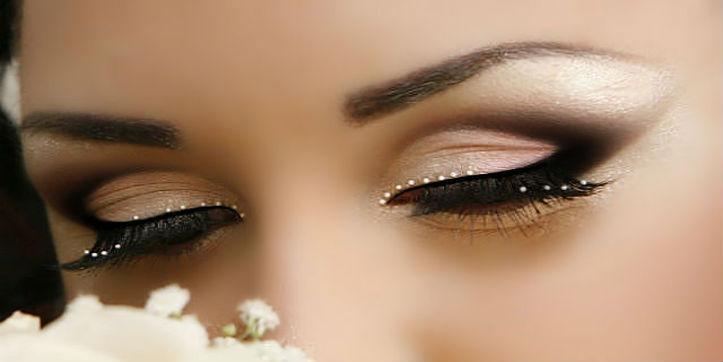Свадебный макияж со стразами