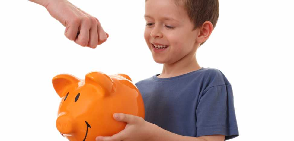 Как научить ребенка копить и тратить деньги