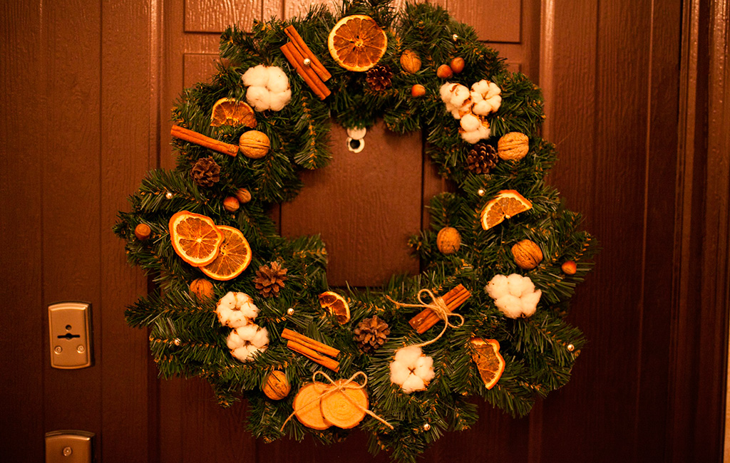 как украсить дверь на новый год и рождество