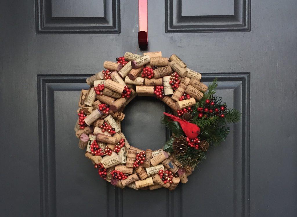 как украсить дверь на новый год - рождественский венок