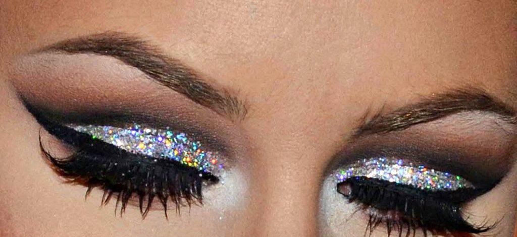 новогодний макияж с необычными стрелками