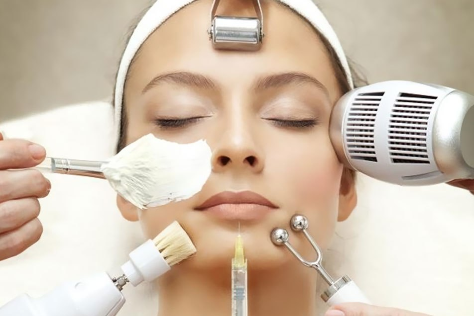 Предварительная подготовка к новогоднему макияжу