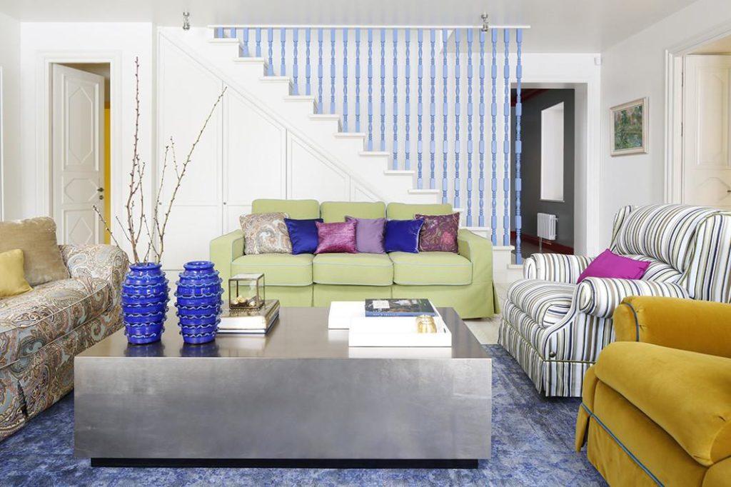 сочетание расцветок оббивки дивана