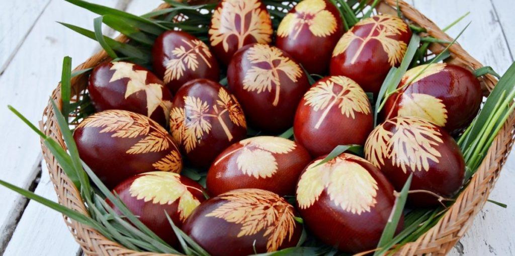 Как покрасить яйца с узорами